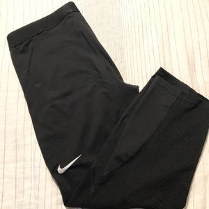 Nike Cropped Leggings/Tights with mesh cut outs
